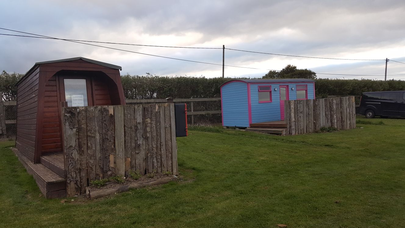 The Hideaway & Shepards Hut Glamping Pod - Lynders Mobile Home Park